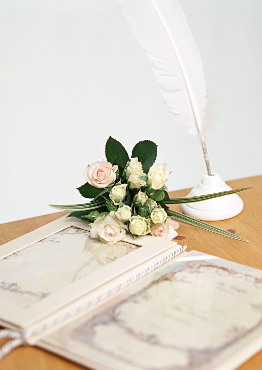 Поздравление молодоженам на свадьбу с цветами6